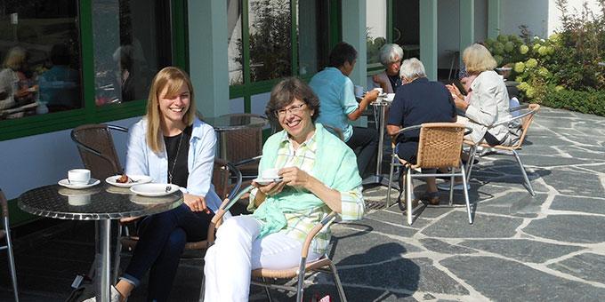 Fahrgemeinschaften können auch beim Kaffee oder beim Essen zusammensitzen (Foto: Massaro)