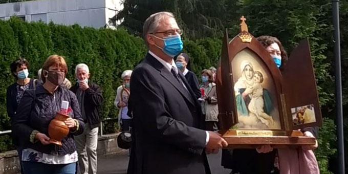"""Mit einer coronabedingt kleinen Feier beging die Schönstatt-Bewegung den 70. Jahrestag des Beginns der """"Kampagne der Pilgernden Gottesmutter von Schönstatt"""" (Foto: Munz)"""