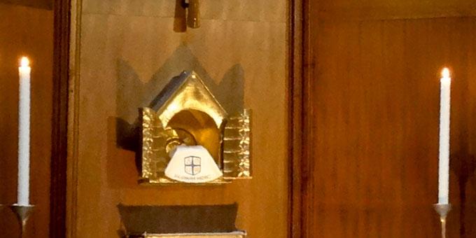 Anbetungszeit in der Hauskapelle des Tagungszentrums Marienland (Foto: M. Joséfa Klein)