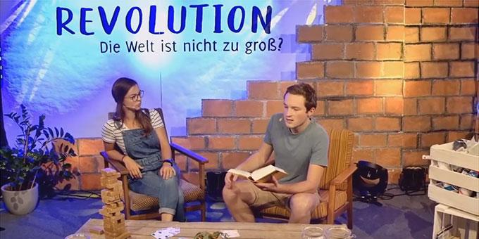 Die Moderatoren der Eröffungsveranstaltung im Gespräch (Foto: Benjamin Brehm)