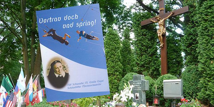 """""""Vertrau doch und spring!"""" ist der Titel eines neuen Heftes zum neuntägigen Gebet (Foto: Mayer)"""