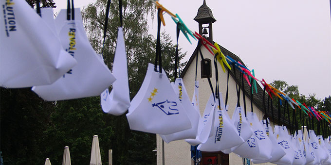 """Mund-Nasenschutz zum """"selberpflücken"""" bei der NdH@home in Dietershausen, Bistum Fulda (Foto: Gehrlein)"""