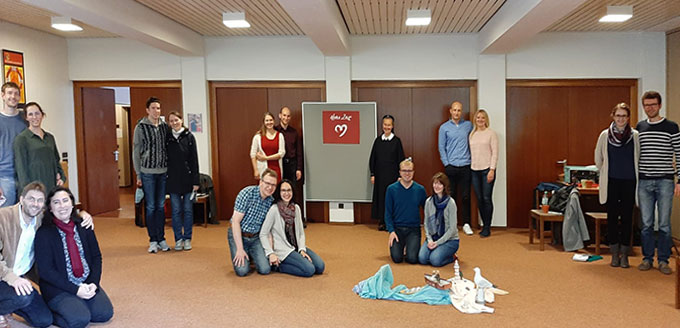 """Die Teilnehmerinnen und Teilnehmer des """"Herz-Zeit""""-Treffens im Haus der Familie, Schönstatt, Vallendar (Foto: Franke)"""