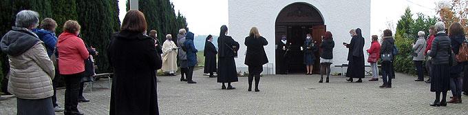 Ein besonderer Höhepunkt: Zwei Teilnehmerinnen vertiefen ihr Liebesbündnis in der Mitgliedsweihe (Foto: SAL)