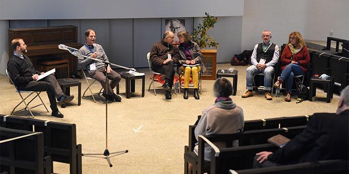 Podium der Großgruppe im Pater-Kentenich-Haus (Foto: Klaus Kröper)
