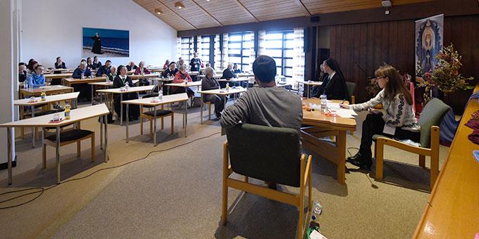Podium der Großgruppe im Tagungszentrum Marienland (Foto: Klaus Kröper)