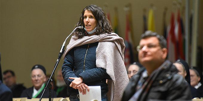 Für die Teilnehmenden bestand auch im Plenum der Tagung die Möglichkeit, sich mit Anliegen und Meinungen einzubringen (Foto: Klaus Kröper)
