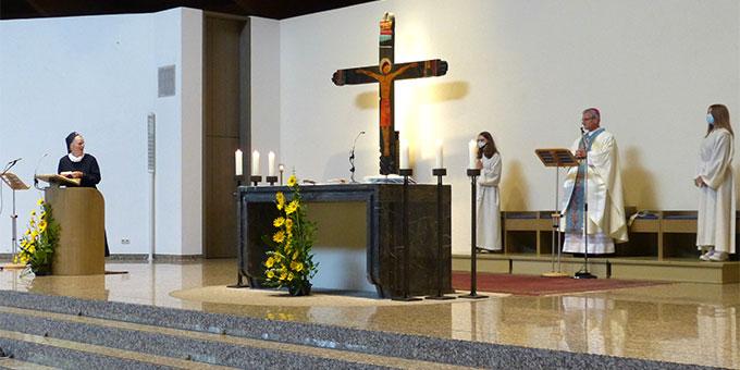 Begrüßung von Weihbischof Dominikus Schwaderlapp (Foto: Bleyenberg)