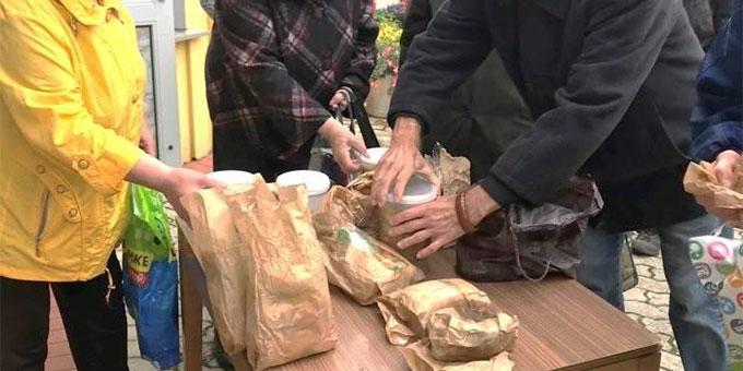 Bedürftige erhalten Unterstützung von der Suppenküche der Pfarrgemeinde (Foto: Kaliningradpost)