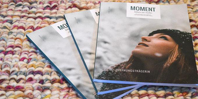 """""""MOMENT - Leben ist mehr"""" - eine Zeitschrift aus Schönstatt von jungen Frauen für junge Frauen (Foto: Strunk)"""