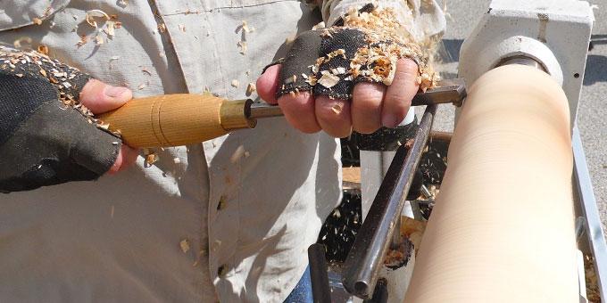 Ein Schreiner bei der Arbeit (Foto: Achim Thiemermann, Pixabay.com)
