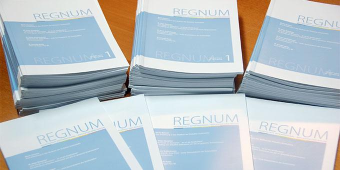 Neu erschienen im Patris Verlag: REGNUM Ausgabe 1/2021 (Foto: Brehm)