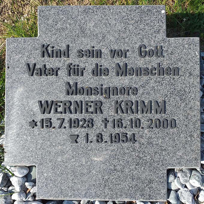 Gedenkstein für Werner Krimm am Schönstatt-Zentrum Weiskirchen (Foto: Brantzen)