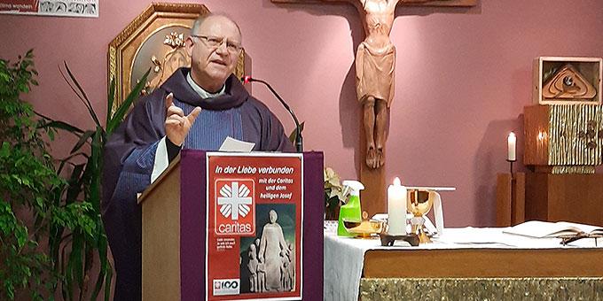 Domkapitular Martin J. Emge, Diözesanpräses der Schönstattfamilie im Erzbistum Bamberg bei der Bündnismesse in Scheßlitz (Foto: R. Siebenkäs)