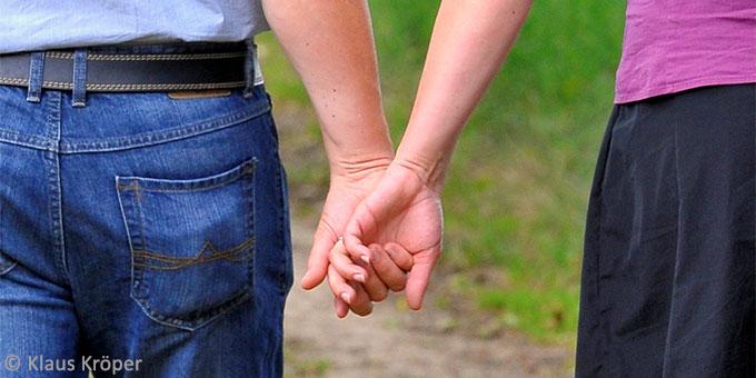 Die Hände als Symbol des Miteinanders (Foto: Klaus Kröper)