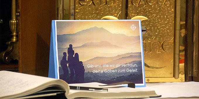Ein Bild der Jahresbitte der Schoenstatt-Bewegung Deutschland stand auf dem Altar des Urheiligtums (Foto: Brehm)