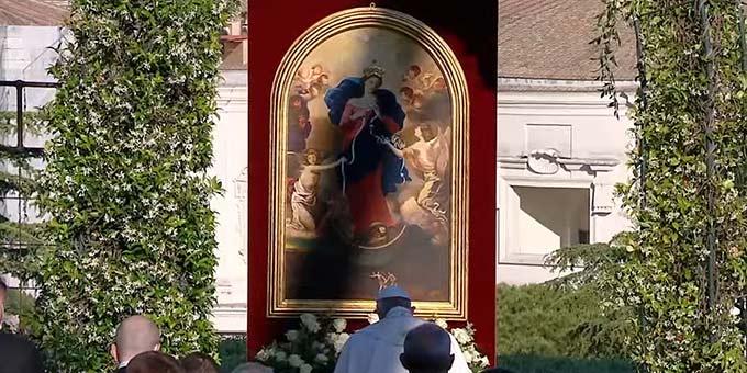 "Das Bild der ""Knotenlöserin"" in den Vatikanischen Gärten (Foto: Screenshot Video VaticanMedia)"