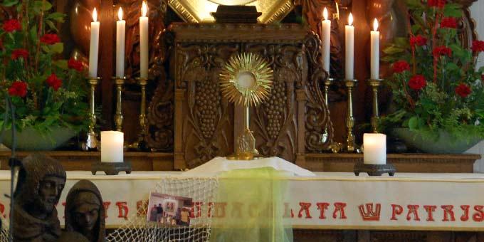 Anbetung in der Hauskapelle im Haus der Familie (Foto: Brehm)