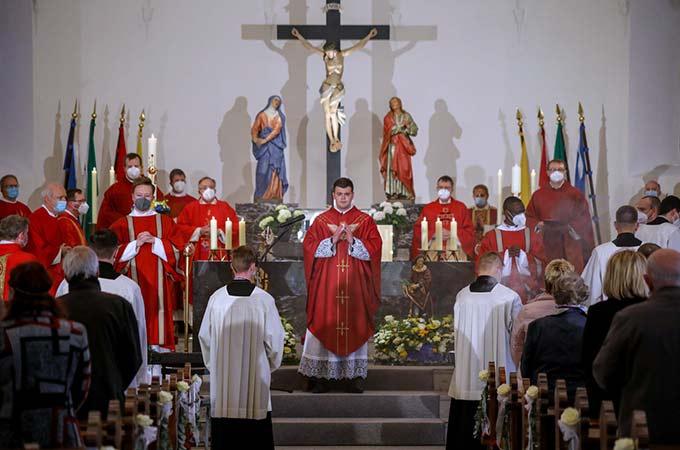 Festlicher Primizgottesdienst in der Kirche seiner Heimatpfarrei (Foto: St. Rützel)