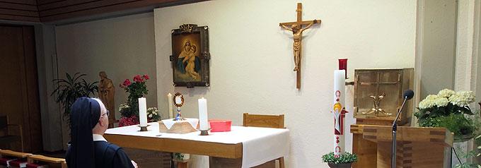 In der Hauskapelle täglich ins Gebet genommen – alle, deren Namen und Anliegen im Gebets-Herz liegen (Foto: SMAH)