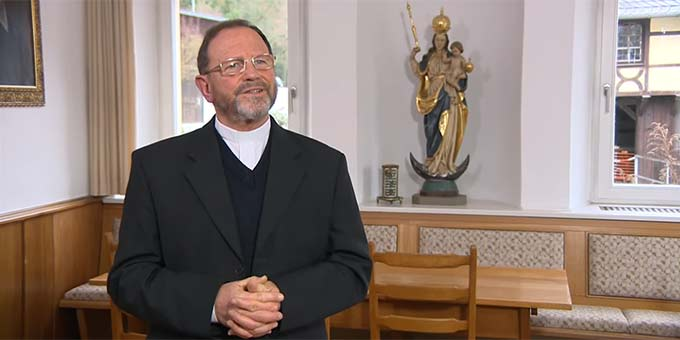 Pfarrer Josef Treutlein, Wallfahrtsseelsorger im Bistum Würzburg, ist Initiator des Fränkischen Marienweges (Foto: Videoausschnitt)