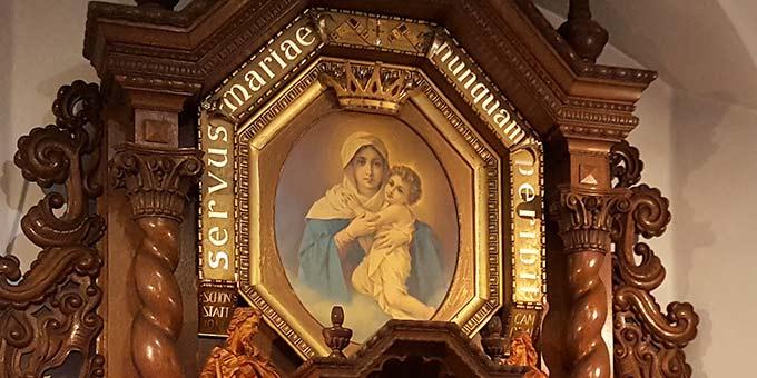Das Gnadenbild der Dreimal Wunderbaren Mutter von Schönstatt wurde am 18. Mai 1971 von Bischof Henri-Martin Félix Jenny gekrönt (Archivfoto: PrPH)