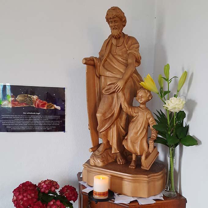 """Dem Heiligen Josef kann man in der Schönstatt-Kapelle des Bistums Bamberg Anliegen """"unterschieben"""", auf dass er sie im Schlaf lösen helfe (Foto: R.Siebenkäs)"""