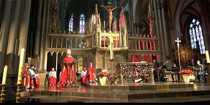 In der beeindruckenden Kulisse des Xantener St.-Viktor-Domes fand der Gottesdienst anlässlich des 25. Jahrestages der Seligsprechung Karl Leisners statt (Foto: Videoausschnitt)