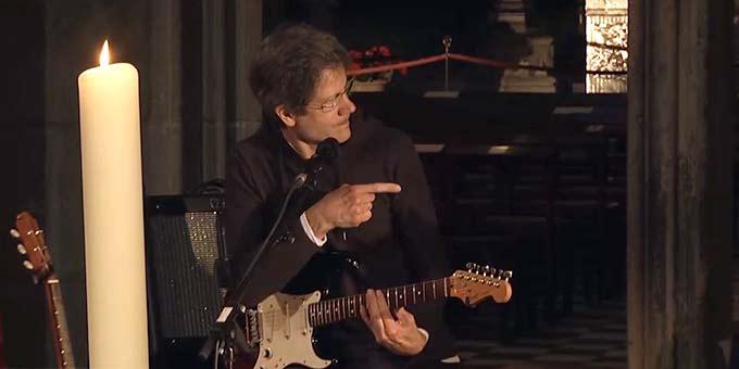 """Gregor Lißen ist Autor und Komponist des Liedes """"Gott gib mir Mut"""", das er anlässlich des Karl-Leisner-Jubiläums geschrieben hat (Foto: Videoausschnitt)"""