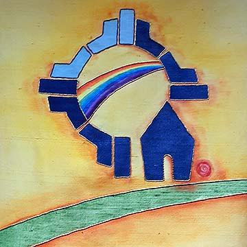 Auf dem dem Priestergewand ist das Logo des Zentrums mit dem Bundesbogen in den Mauern der heiligen Stadt abgebildet (Foto: Siebenkäs)