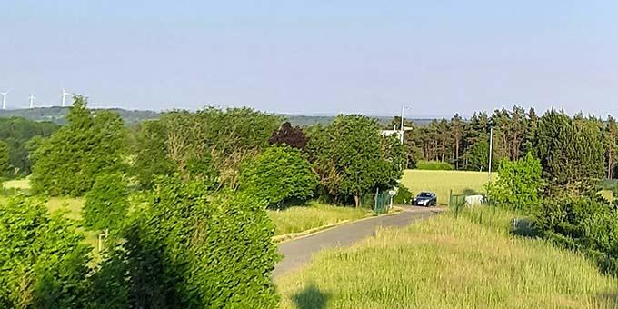 Ein Blick von Weite und Freiheit vom Schönstatt-Zentrum Marienberg, Bistum Bamberg, aus (Foto: Siebekäs)