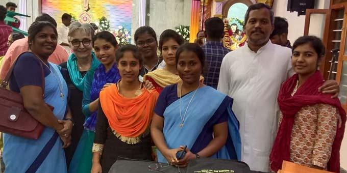 Gisela Häring (2.v.l.) mit Mitarbeiterinnen und Sympathisanten der Frauen- und Kinderprojekte in Viralimalai, Tamil Nadu, im Südosten Indiens (Foto: privat)
