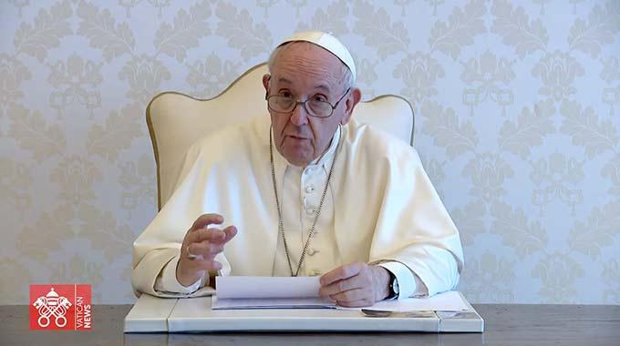 """Videobotschaft von Papst Franziskus an die Teilnehmerinnen und Teilnehmer des """"Forums Amoris Laetitia"""" (Bildschirmfoto)"""