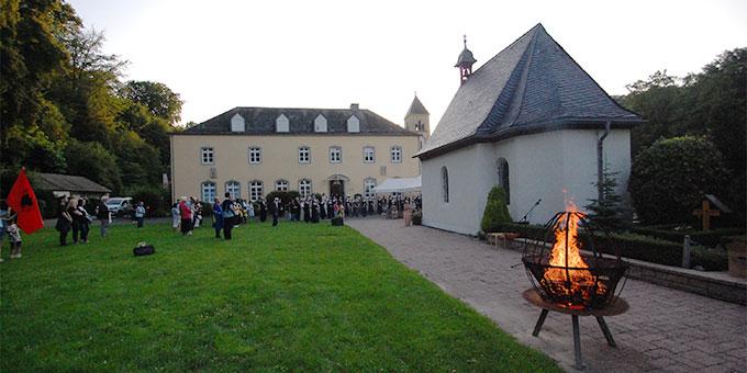 Das Bündnisfeuer brennt bei der Bündnisfeier am Urheiligtum (Foto: Brehm)