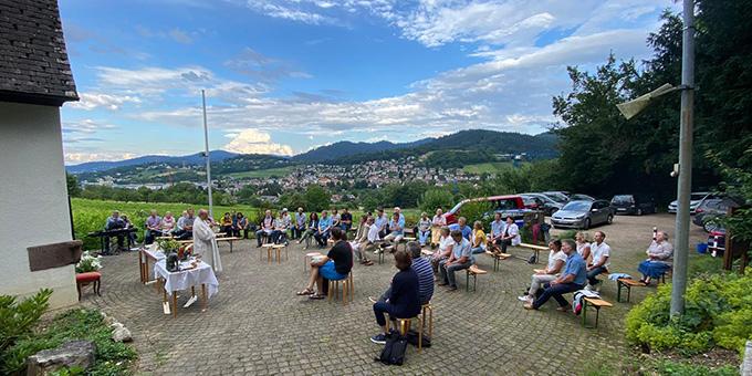 Paarsegnungsgottesdienst vor dem Schönstatt-Heiligtum in Merzhausen, Diözese Freiburg (Foto: Keller)