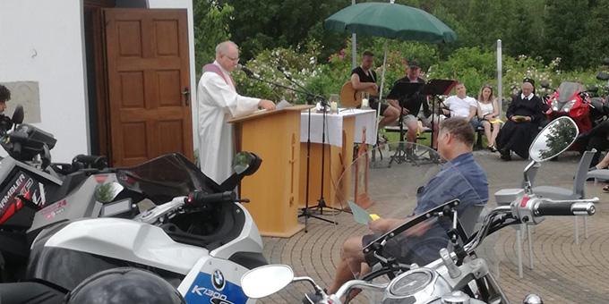 Domkapitular Martin Emge bei der Predigt (Foto: V. Freitag)