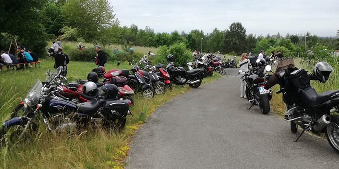 Etwa 100 Motorräder wurden nicht nur gezählt, sondern mit ihren Bikern gesegnet. (Foto: V. Freitag)