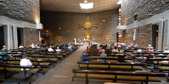 Die Dreifaltigkeitskirche war mit entsprechenden Abständen fast voll besetzt (Foto: Brehm)