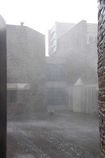 Starkregen zum Abschluss der Festmesse (Foto: Brehm)