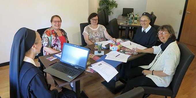 """Seit April 2019 wird geplant. Corona kam dazwischen. Das Kernteam des """"FrauenKongress deutschlandweit"""" freut sich, dass es nun endlich losgeht (Foto: s-fm.de)"""