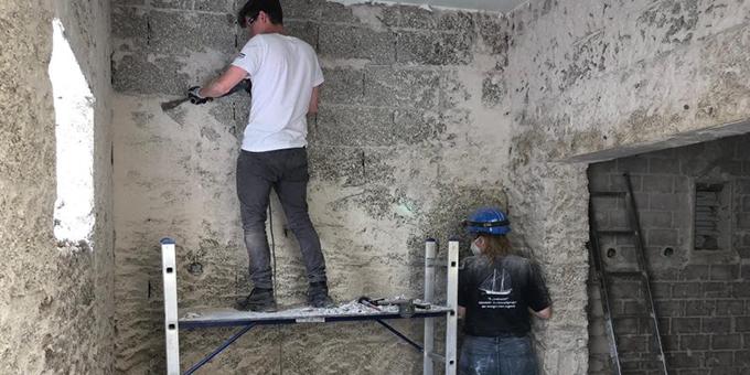 Stemmarbeiten in einem betroffenen Haus (Foto: J. Reichert)