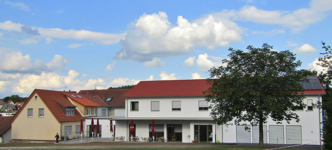 Der Neubau am Josef-Engling-Haus in Dietershausen, Bistum Fulda, wird am 28. August 2021 eingeweiht (Foto: Gehrlein/Schulz)