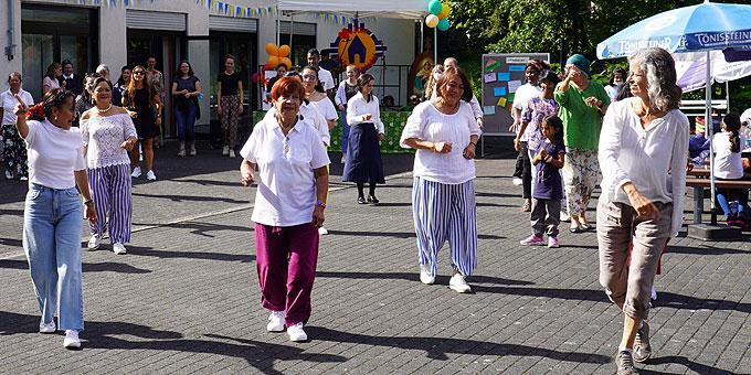Tanz als einendes Moment beim internationalen Fest der Begegnung (Foto: PZ Schönstatt)