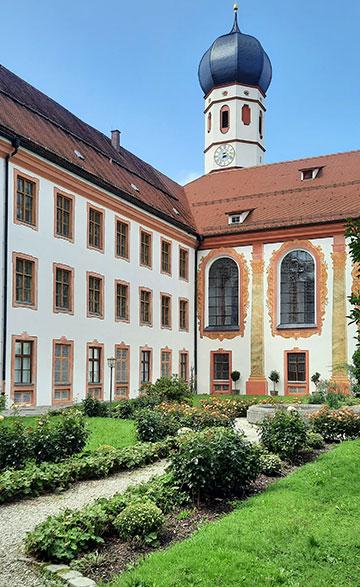 Klosterhof im Kloster Beuerberg (Foto: Kiess)