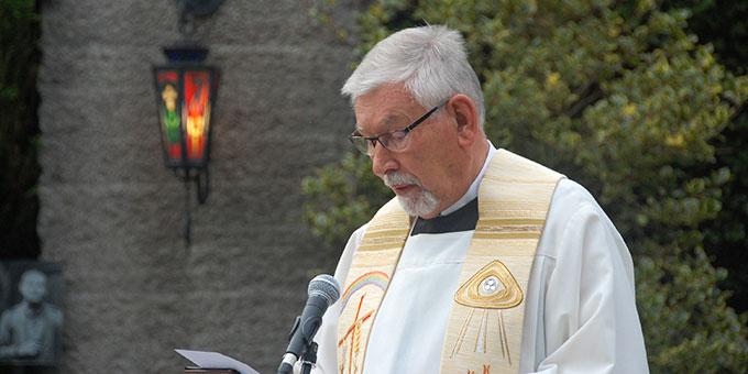Abendsegen: Rektor Egon M. Zillekens (Foto: Brehm)