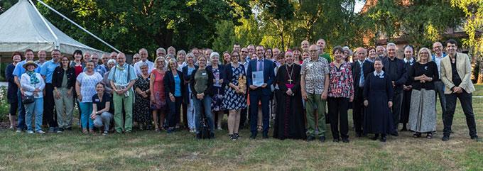 Die Teilnehmer der Übergabefeier auf dem Kahlenberg in Wien (Foto: Martin Kräftner)