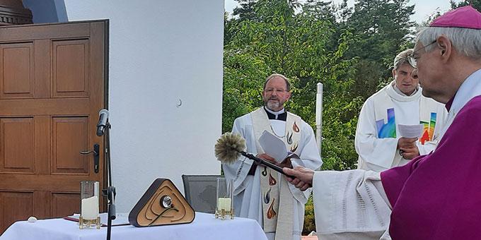 Erzbischof Ludwig Schick segnete das Symbol ... (Foto: Siebenkäs)