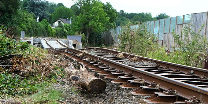 Von den Naturgewalten zerstörte Eisenbahnlinie (Foto: Manfred Görgen)