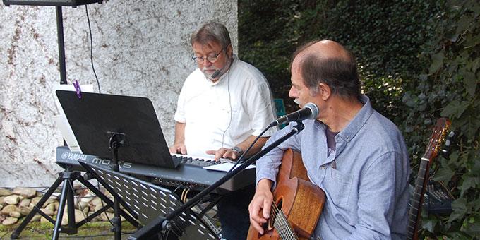 Die musikalische Gestaltung des Gottesdienstes übernahmen Bernhard Arndt (l) und Wilfried Röhrig (Foto: Brehm)