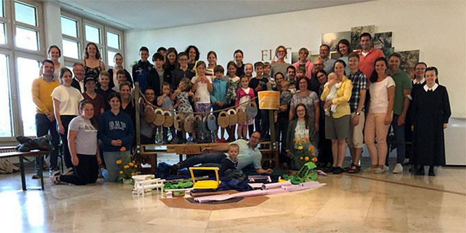 Die Teilnehmerinnen und Teilnehmer der Familienferienfreizeit im Schönstatt-Zentrum Liebfrauenhöhe, Diözese Rottenburg-Stuttgart (Foto: Hilser)